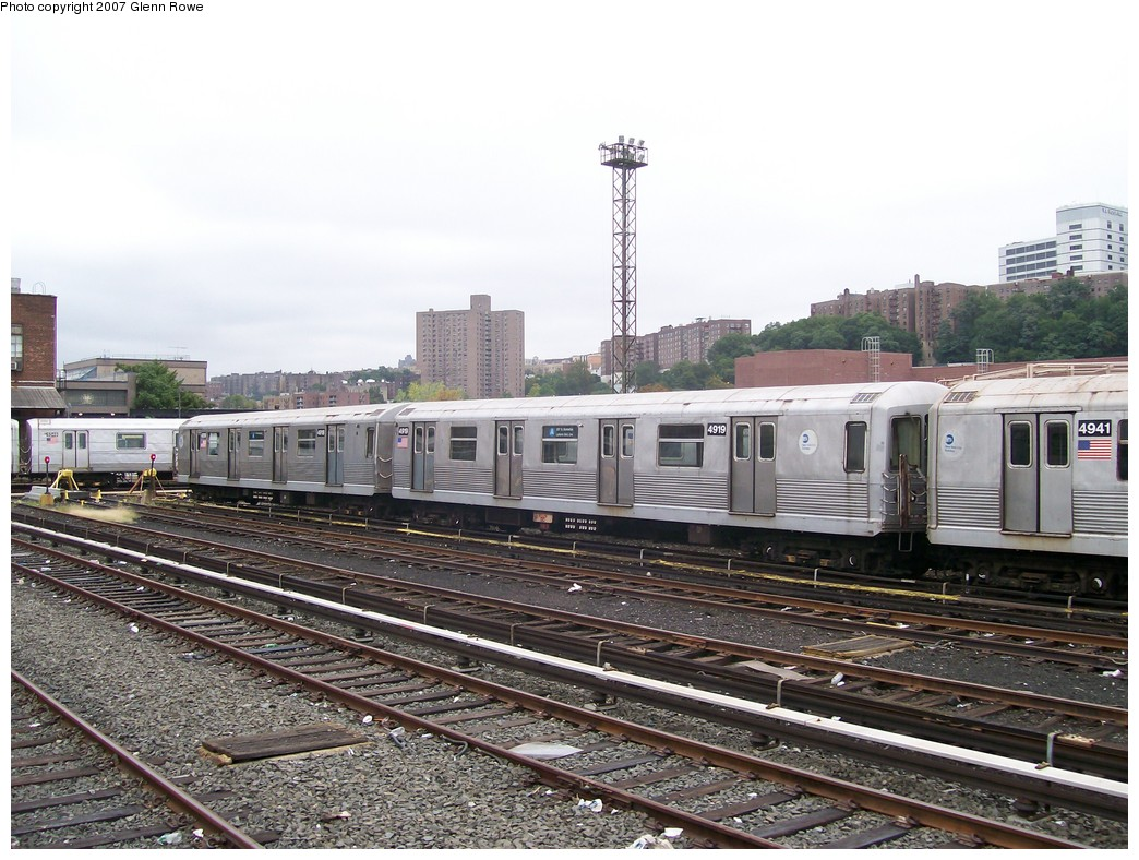(232k, 1044x788)<br><b>Country:</b> United States<br><b>City:</b> New York<br><b>System:</b> New York City Transit<br><b>Location:</b> 207th Street Yard<br><b>Car:</b> R-42 (St. Louis, 1969-1970)  4918/9 <br><b>Photo by:</b> Glenn L. Rowe<br><b>Date:</b> 10/9/2007<br><b>Viewed (this week/total):</b> 1 / 1500