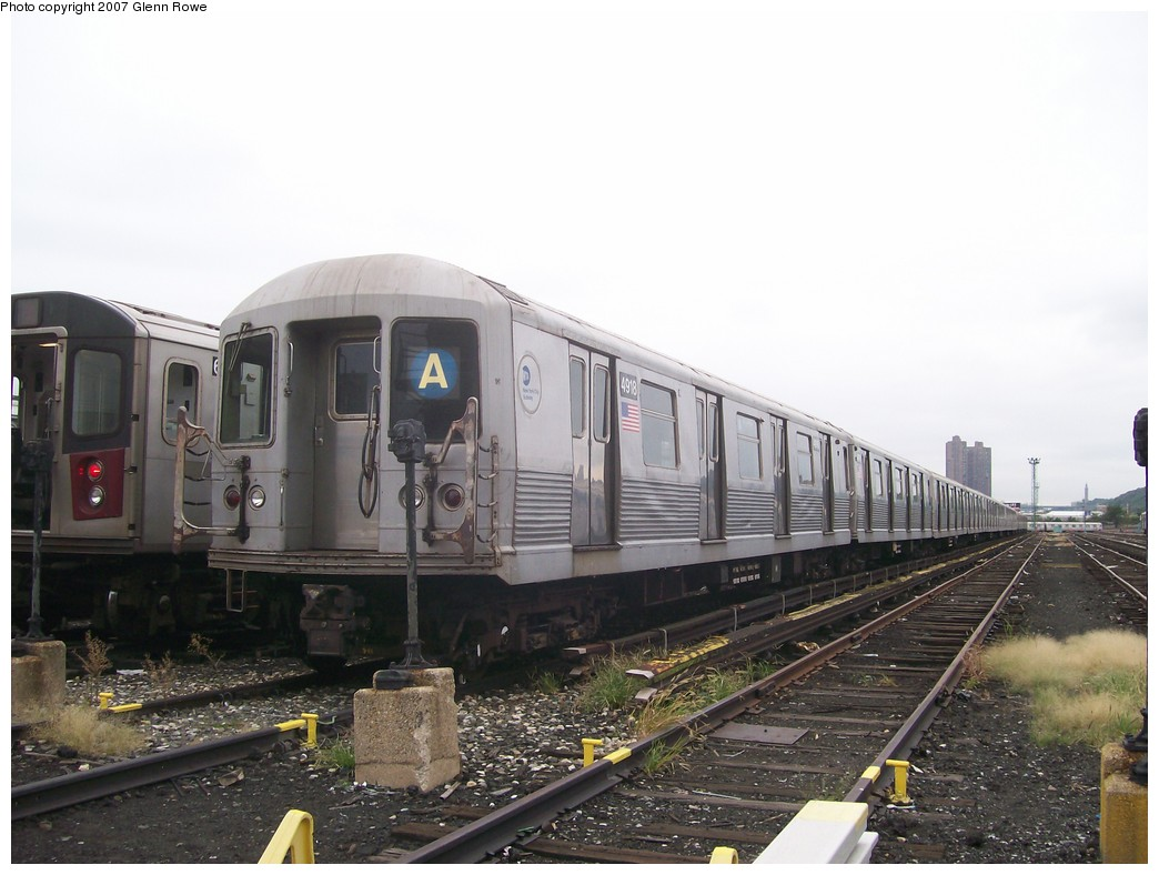(179k, 1044x788)<br><b>Country:</b> United States<br><b>City:</b> New York<br><b>System:</b> New York City Transit<br><b>Location:</b> 207th Street Yard<br><b>Car:</b> R-42 (St. Louis, 1969-1970)  4918/9 <br><b>Photo by:</b> Glenn L. Rowe<br><b>Date:</b> 10/9/2007<br><b>Viewed (this week/total):</b> 0 / 1547