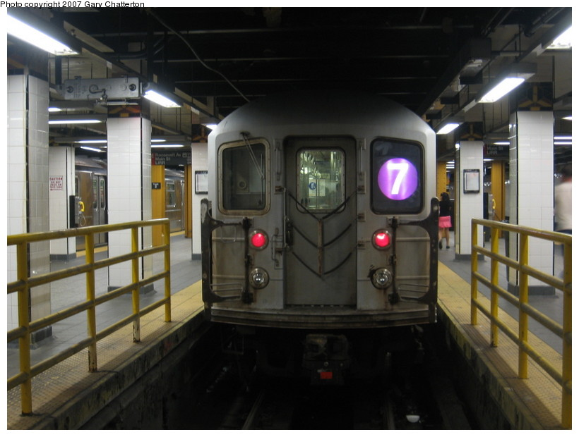 (115k, 820x620)<br><b>Country:</b> United States<br><b>City:</b> New York<br><b>System:</b> New York City Transit<br><b>Line:</b> IRT Flushing Line<br><b>Location:</b> Main Street/Flushing <br><b>Route:</b> 7<br><b>Car:</b> R-62A (Bombardier, 1984-1987)  2086 <br><b>Photo by:</b> Gary Chatterton<br><b>Date:</b> 10/6/2007<br><b>Viewed (this week/total):</b> 7 / 2669