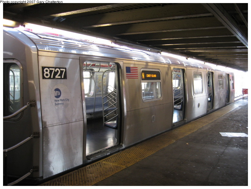 (129k, 820x620)<br><b>Country:</b> United States<br><b>City:</b> New York<br><b>System:</b> New York City Transit<br><b>Line:</b> BMT Astoria Line<br><b>Location:</b> Queensborough Plaza <br><b>Route:</b> N<br><b>Car:</b> R-160B (Kawasaki, 2005-2008)  8727 <br><b>Photo by:</b> Gary Chatterton<br><b>Date:</b> 10/15/2007<br><b>Viewed (this week/total):</b> 11 / 1636