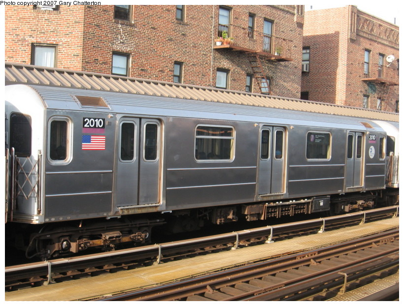 (189k, 820x620)<br><b>Country:</b> United States<br><b>City:</b> New York<br><b>System:</b> New York City Transit<br><b>Line:</b> IRT Flushing Line<br><b>Location:</b> 52nd Street/Lincoln Avenue <br><b>Route:</b> 7<br><b>Car:</b> R-62A (Bombardier, 1984-1987)  2010 <br><b>Photo by:</b> Gary Chatterton<br><b>Date:</b> 10/15/2007<br><b>Viewed (this week/total):</b> 1 / 1296