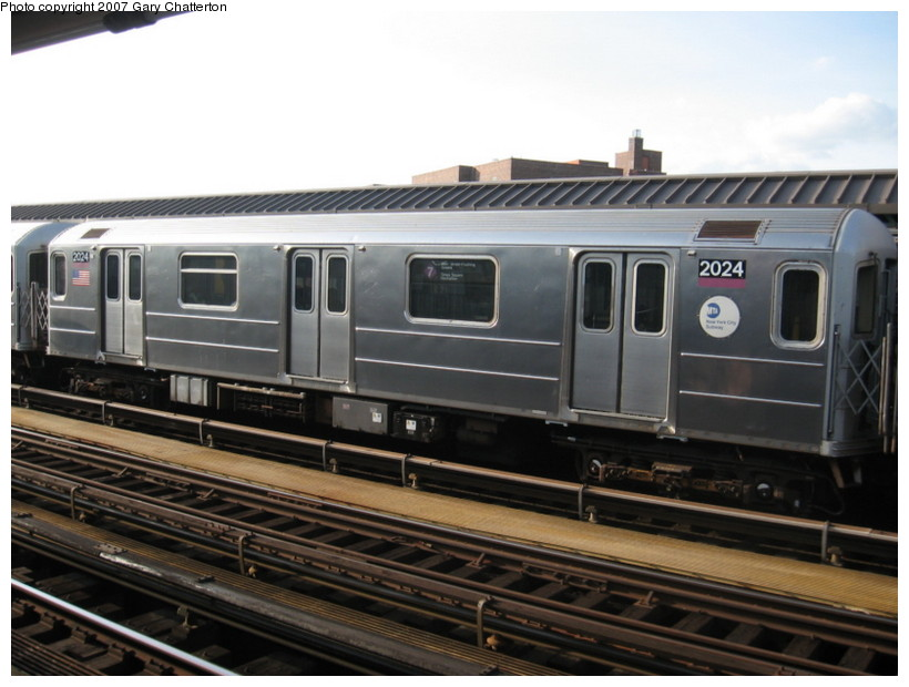 (120k, 820x620)<br><b>Country:</b> United States<br><b>City:</b> New York<br><b>System:</b> New York City Transit<br><b>Line:</b> IRT Flushing Line<br><b>Location:</b> 52nd Street/Lincoln Avenue <br><b>Route:</b> 7<br><b>Car:</b> R-62A (Bombardier, 1984-1987)  2024 <br><b>Photo by:</b> Gary Chatterton<br><b>Date:</b> 10/15/2007<br><b>Viewed (this week/total):</b> 2 / 1082