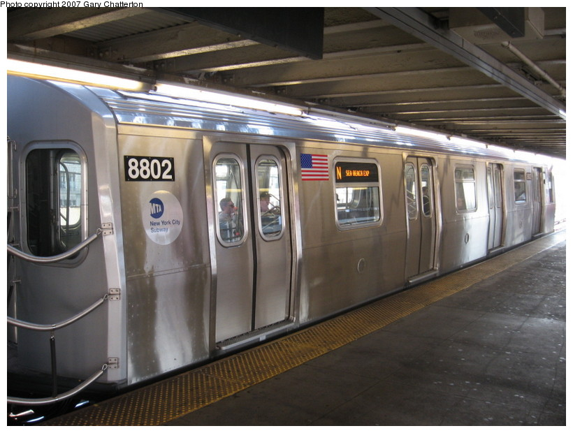 (131k, 820x620)<br><b>Country:</b> United States<br><b>City:</b> New York<br><b>System:</b> New York City Transit<br><b>Line:</b> BMT Astoria Line<br><b>Location:</b> Queensborough Plaza <br><b>Route:</b> N<br><b>Car:</b> R-160B (Kawasaki, 2005-2008)  8802 <br><b>Photo by:</b> Gary Chatterton<br><b>Date:</b> 10/16/2007<br><b>Viewed (this week/total):</b> 0 / 1538