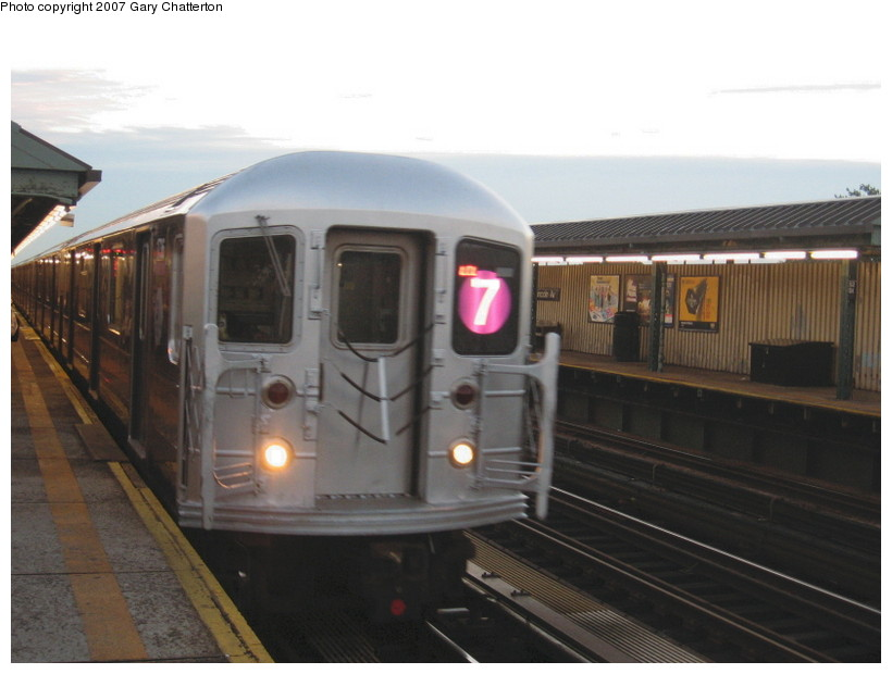 (102k, 820x620)<br><b>Country:</b> United States<br><b>City:</b> New York<br><b>System:</b> New York City Transit<br><b>Line:</b> IRT Flushing Line<br><b>Location:</b> 52nd Street/Lincoln Avenue <br><b>Route:</b> 7<br><b>Car:</b> R-62A (Bombardier, 1984-1987)  1736 <br><b>Photo by:</b> Gary Chatterton<br><b>Date:</b> 10/20/2007<br><b>Viewed (this week/total):</b> 7 / 1172