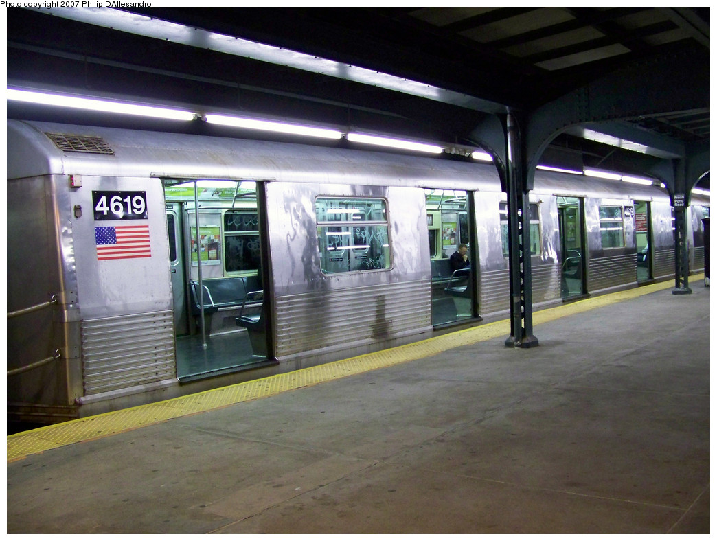 (270k, 1044x788)<br><b>Country:</b> United States<br><b>City:</b> New York<br><b>System:</b> New York City Transit<br><b>Line:</b> BMT Myrtle Avenue Line<br><b>Location:</b> Fresh Pond Road <br><b>Route:</b> M<br><b>Car:</b> R-42 (St. Louis, 1969-1970)  4619 <br><b>Photo by:</b> Philip D'Allesandro<br><b>Date:</b> 10/22/2007<br><b>Viewed (this week/total):</b> 0 / 2239