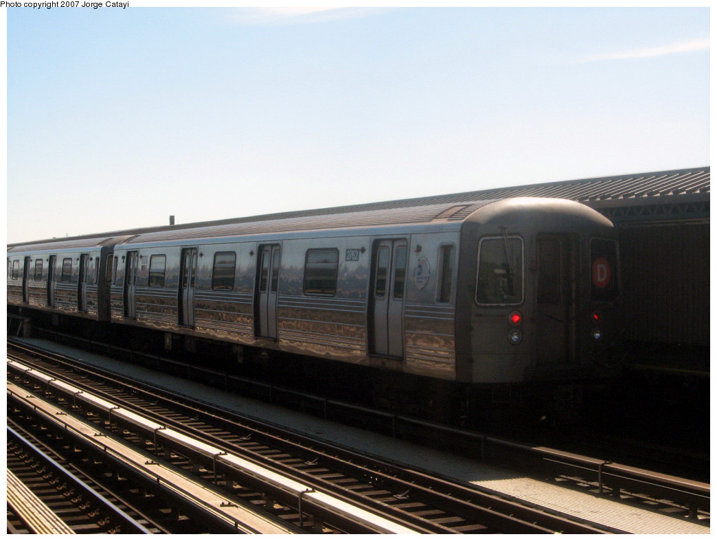 (224k, 1044x788)<br><b>Country:</b> United States<br><b>City:</b> New York<br><b>System:</b> New York City Transit<br><b>Line:</b> BMT West End Line<br><b>Location:</b> 20th Avenue <br><b>Route:</b> D<br><b>Car:</b> R-68 (Westinghouse-Amrail, 1986-1988)  2762 <br><b>Photo by:</b> Jorge Catayi<br><b>Date:</b> 9/18/2007<br><b>Viewed (this week/total):</b> 1 / 1397