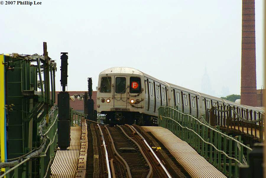 (115k, 900x602)<br><b>Country:</b> United States<br><b>City:</b> New York<br><b>System:</b> New York City Transit<br><b>Line:</b> BMT Culver Line<br><b>Location:</b> Neptune Avenue <br><b>Route:</b> F<br><b>Car:</b> R-46 (Pullman-Standard, 1974-75)  <br><b>Photo by:</b> Phillip Lee<br><b>Date:</b> 6/25/2007<br><b>Viewed (this week/total):</b> 3 / 1492