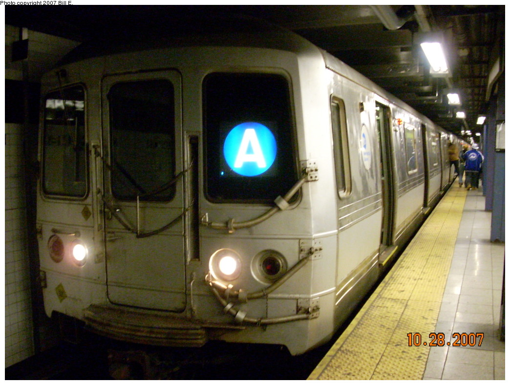 (244k, 1044x788)<br><b>Country:</b> United States<br><b>City:</b> New York<br><b>System:</b> New York City Transit<br><b>Line:</b> IND 8th Avenue Line<br><b>Location:</b> Chambers Street/World Trade Center <br><b>Route:</b> A<br><b>Car:</b> R-44 (St. Louis, 1971-73)  <br><b>Photo by:</b> Bill E.<br><b>Date:</b> 10/28/2007<br><b>Viewed (this week/total):</b> 2 / 1449