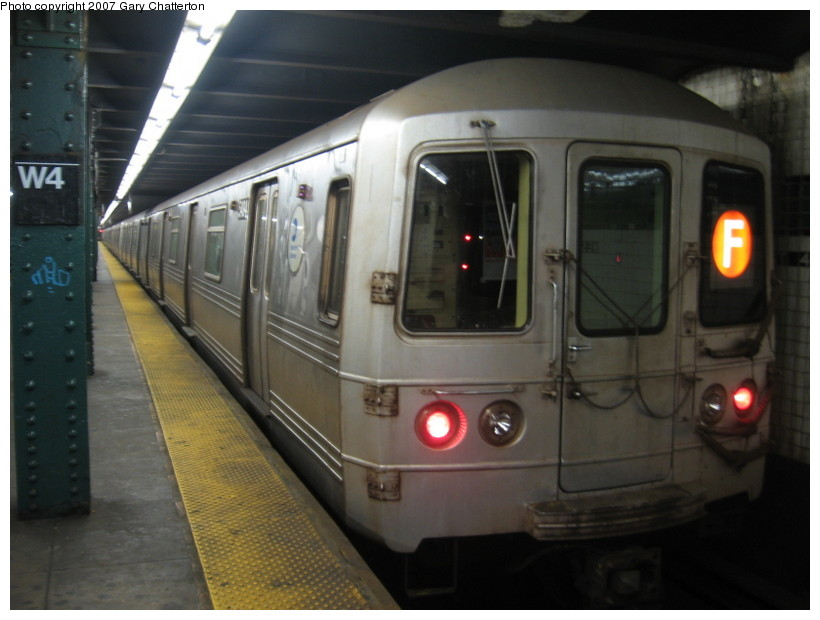 (107k, 820x620)<br><b>Country:</b> United States<br><b>City:</b> New York<br><b>System:</b> New York City Transit<br><b>Line:</b> IND 6th Avenue Line<br><b>Location:</b> West 4th Street/Washington Square <br><b>Route:</b> F<br><b>Car:</b> R-46 (Pullman-Standard, 1974-75) 5494 <br><b>Photo by:</b> Gary Chatterton<br><b>Date:</b> 10/22/2007<br><b>Viewed (this week/total):</b> 0 / 1767