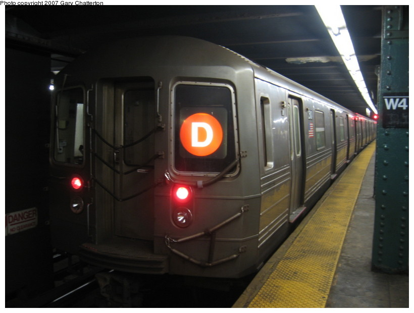 (95k, 820x620)<br><b>Country:</b> United States<br><b>City:</b> New York<br><b>System:</b> New York City Transit<br><b>Line:</b> IND 6th Avenue Line<br><b>Location:</b> West 4th Street/Washington Square <br><b>Route:</b> D<br><b>Car:</b> R-68 (Westinghouse-Amrail, 1986-1988)  2510 <br><b>Photo by:</b> Gary Chatterton<br><b>Date:</b> 10/22/2007<br><b>Viewed (this week/total):</b> 0 / 1503