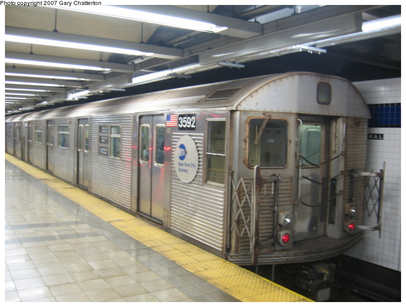 (123k, 820x620)<br><b>Country:</b> United States<br><b>City:</b> New York<br><b>System:</b> New York City Transit<br><b>Line:</b> IND 8th Avenue Line<br><b>Location:</b> Canal Street-Holland Tunnel <br><b>Route:</b> E<br><b>Car:</b> R-32 (Budd, 1964)  3592 <br><b>Photo by:</b> Gary Chatterton<br><b>Date:</b> 10/22/2007<br><b>Viewed (this week/total):</b> 6 / 2422