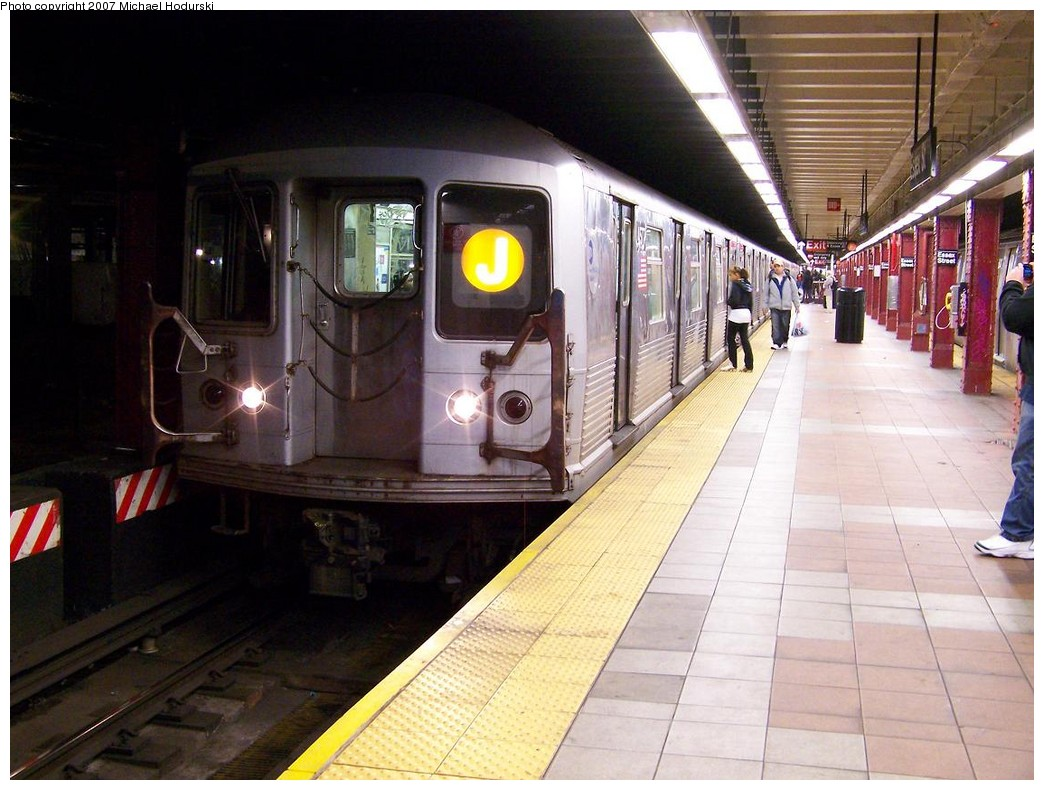 (212k, 1044x790)<br><b>Country:</b> United States<br><b>City:</b> New York<br><b>System:</b> New York City Transit<br><b>Line:</b> BMT Nassau Street/Jamaica Line<br><b>Location:</b> Essex Street <br><b>Route:</b> J<br><b>Car:</b> R-42 (St. Louis, 1969-1970)  4577 <br><b>Photo by:</b> Michael Hodurski<br><b>Date:</b> 11/6/2007<br><b>Viewed (this week/total):</b> 4 / 2426