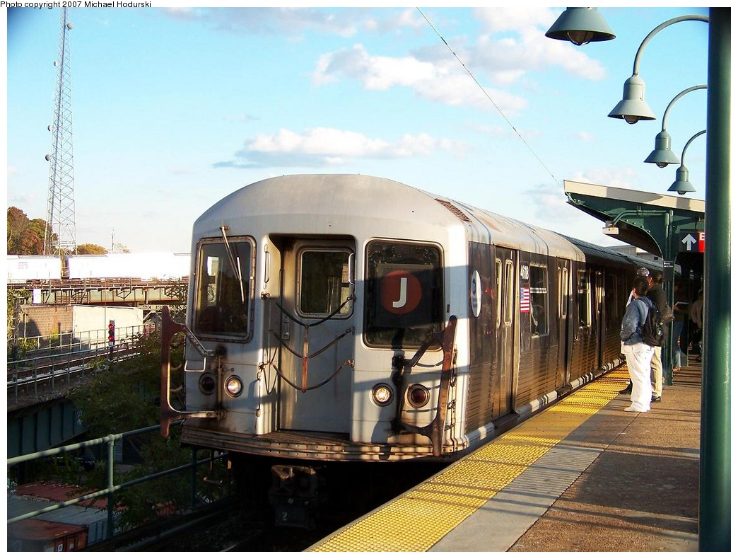 (232k, 1044x790)<br><b>Country:</b> United States<br><b>City:</b> New York<br><b>System:</b> New York City Transit<br><b>Line:</b> BMT Nassau Street/Jamaica Line<br><b>Location:</b> Broadway/East New York (Broadway Junction) <br><b>Route:</b> J<br><b>Car:</b> R-42 (St. Louis, 1969-1970)  4618 <br><b>Photo by:</b> Michael Hodurski<br><b>Date:</b> 11/6/2007<br><b>Viewed (this week/total):</b> 2 / 1486
