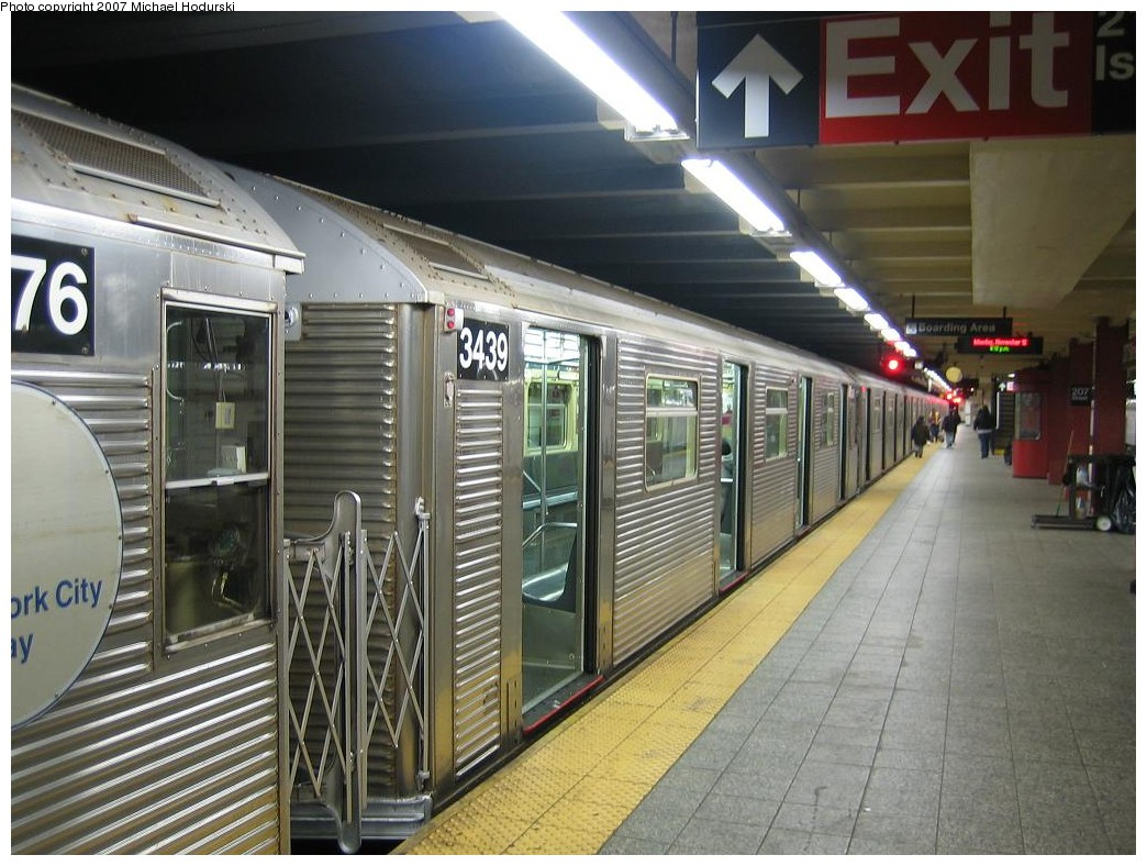 (218k, 1044x788)<br><b>Country:</b> United States<br><b>City:</b> New York<br><b>System:</b> New York City Transit<br><b>Line:</b> IND 8th Avenue Line<br><b>Location:</b> 207th Street <br><b>Route:</b> A<br><b>Car:</b> R-32 (Budd, 1964)  3439 <br><b>Photo by:</b> Michael Hodurski<br><b>Date:</b> 11/12/2007<br><b>Viewed (this week/total):</b> 0 / 1642