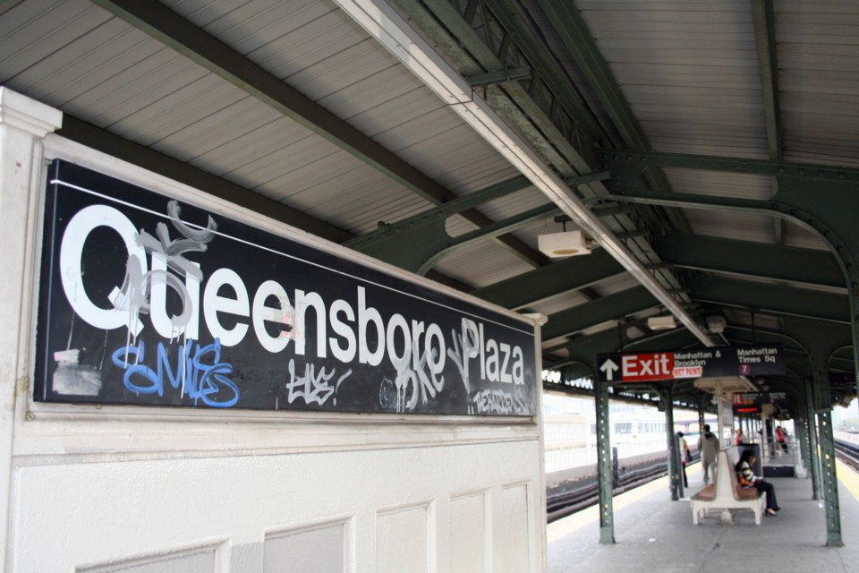 (210k, 960x640)<br><b>Country:</b> United States<br><b>City:</b> New York<br><b>System:</b> New York City Transit<br><b>Location:</b> Queensborough Plaza <br><b>Photo by:</b> Todd Glickman<br><b>Date:</b> 11/12/2007<br><b>Notes:</b> Station view.<br><b>Viewed (this week/total):</b> 0 / 1285
