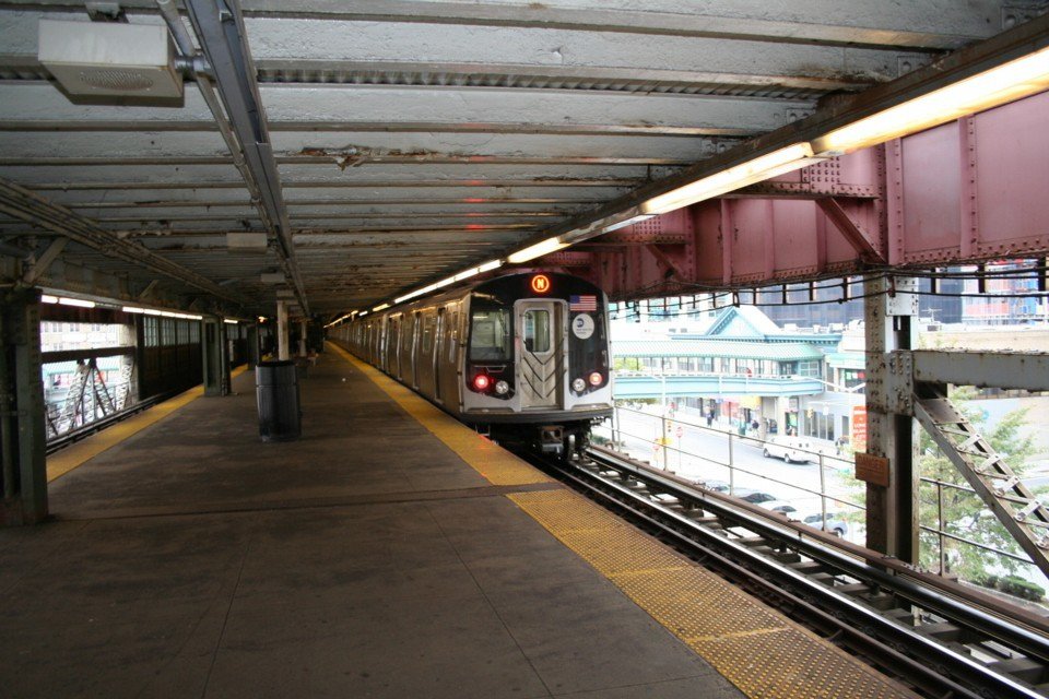 (256k, 960x640)<br><b>Country:</b> United States<br><b>City:</b> New York<br><b>System:</b> New York City Transit<br><b>Line:</b> BMT Astoria Line<br><b>Location:</b> Queensborough Plaza <br><b>Route:</b> N<br><b>Car:</b> R-160B (Kawasaki, 2005-2008)  8753 <br><b>Photo by:</b> Todd Glickman<br><b>Date:</b> 11/12/2007<br><b>Viewed (this week/total):</b> 0 / 1545