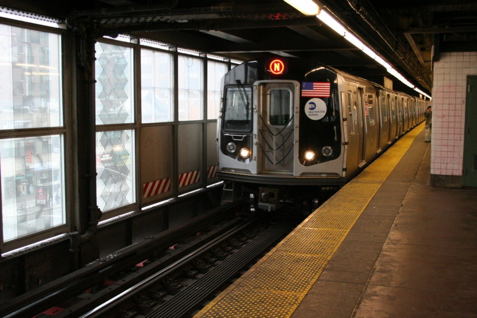 (232k, 960x640)<br><b>Country:</b> United States<br><b>City:</b> New York<br><b>System:</b> New York City Transit<br><b>Line:</b> BMT Astoria Line<br><b>Location:</b> Queensborough Plaza <br><b>Route:</b> N<br><b>Car:</b> R-160B (Kawasaki, 2005-2008)  8787 <br><b>Photo by:</b> Todd Glickman<br><b>Date:</b> 11/12/2007<br><b>Viewed (this week/total):</b> 0 / 2022