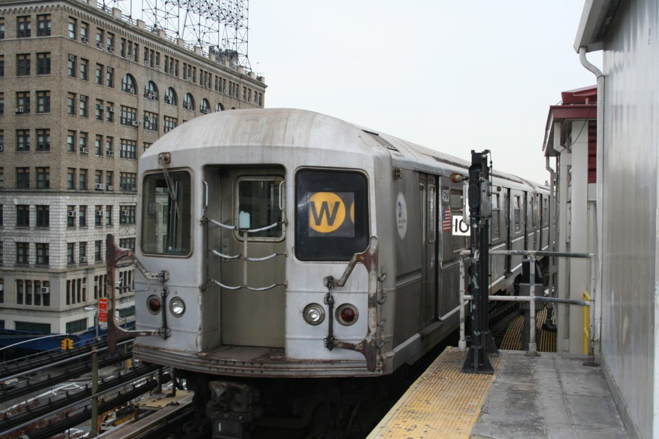 (229k, 960x640)<br><b>Country:</b> United States<br><b>City:</b> New York<br><b>System:</b> New York City Transit<br><b>Line:</b> BMT Astoria Line<br><b>Location:</b> Queensborough Plaza <br><b>Route:</b> W<br><b>Car:</b> R-40M (St. Louis, 1969)  4523 <br><b>Photo by:</b> Todd Glickman<br><b>Date:</b> 11/12/2007<br><b>Viewed (this week/total):</b> 1 / 1944
