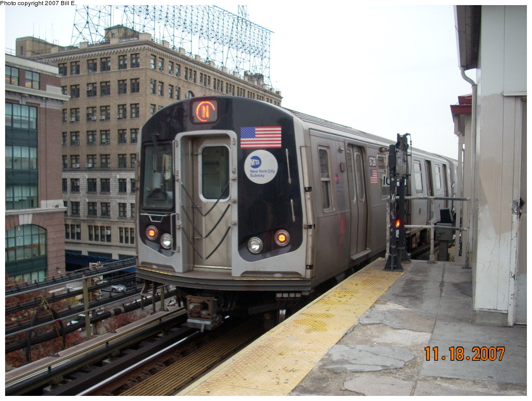 (255k, 1044x788)<br><b>Country:</b> United States<br><b>City:</b> New York<br><b>System:</b> New York City Transit<br><b>Line:</b> BMT Astoria Line<br><b>Location:</b> Queensborough Plaza <br><b>Route:</b> N<br><b>Car:</b> R-160B (Kawasaki, 2005-2008)  8728 <br><b>Photo by:</b> Bill E.<br><b>Date:</b> 11/18/2007<br><b>Viewed (this week/total):</b> 2 / 1364