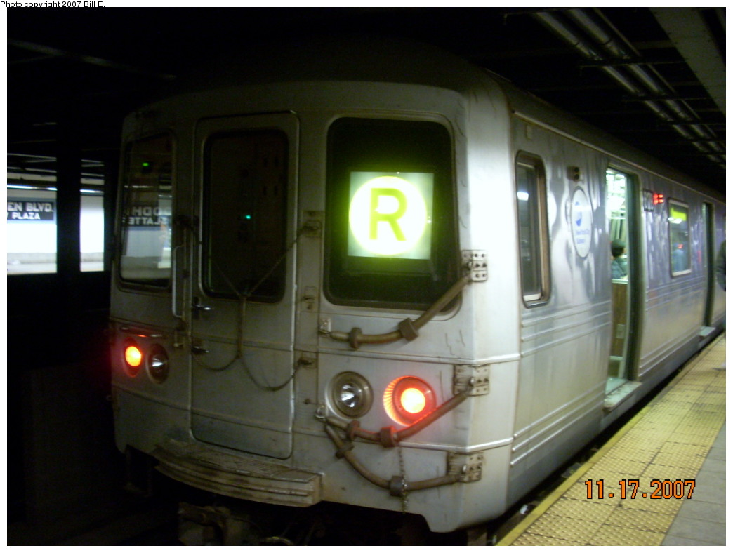 (191k, 1044x788)<br><b>Country:</b> United States<br><b>City:</b> New York<br><b>System:</b> New York City Transit<br><b>Line:</b> IND Queens Boulevard Line<br><b>Location:</b> Woodhaven Boulevard/Queens Mall <br><b>Route:</b> R<br><b>Car:</b> R-46 (Pullman-Standard, 1974-75) 6178 <br><b>Photo by:</b> Bill E.<br><b>Date:</b> 11/17/2007<br><b>Viewed (this week/total):</b> 0 / 2733