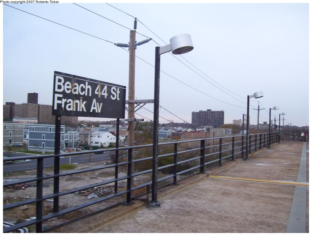 (178k, 1044x791)<br><b>Country:</b> United States<br><b>City:</b> New York<br><b>System:</b> New York City Transit<br><b>Line:</b> IND Rockaway<br><b>Location:</b> Beach 44th Street/Frank Avenue <br><b>Photo by:</b> Roberto C. Tobar<br><b>Date:</b> 11/17/2007<br><b>Viewed (this week/total):</b> 2 / 872