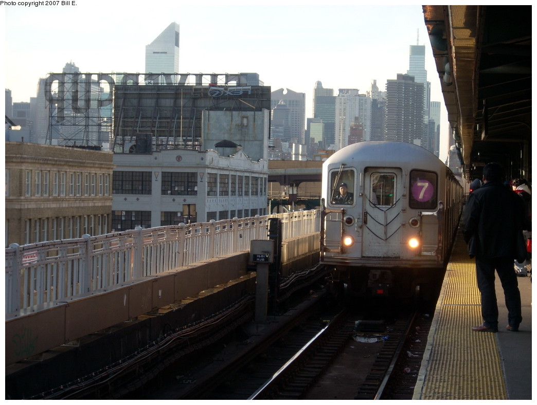 (222k, 1044x788)<br><b>Country:</b> United States<br><b>City:</b> New York<br><b>System:</b> New York City Transit<br><b>Line:</b> IRT Flushing Line<br><b>Location:</b> Queensborough Plaza <br><b>Route:</b> 7<br><b>Car:</b> R-62A (Bombardier, 1984-1987)   <br><b>Photo by:</b> Bill E.<br><b>Date:</b> 11/24/2007<br><b>Viewed (this week/total):</b> 0 / 1077