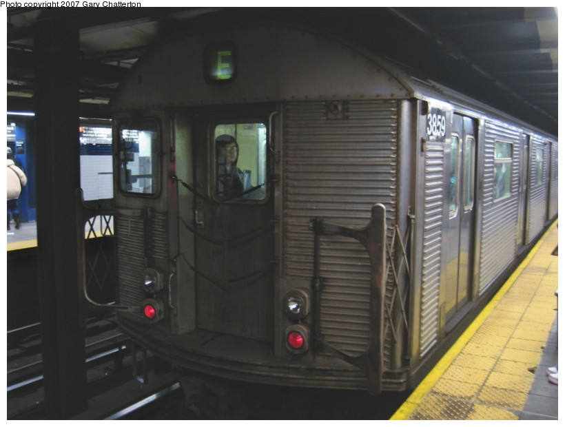 (100k, 820x620)<br><b>Country:</b> United States<br><b>City:</b> New York<br><b>System:</b> New York City Transit<br><b>Line:</b> IND Queens Boulevard Line<br><b>Location:</b> Roosevelt Avenue <br><b>Route:</b> E<br><b>Car:</b> R-32 (Budd, 1964)  3859 <br><b>Photo by:</b> Gary Chatterton<br><b>Date:</b> 11/20/2007<br><b>Viewed (this week/total):</b> 4 / 1242