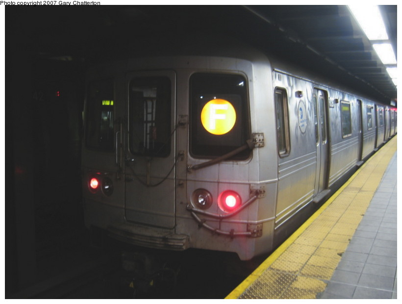 (81k, 820x620)<br><b>Country:</b> United States<br><b>City:</b> New York<br><b>System:</b> New York City Transit<br><b>Line:</b> IND Queens Boulevard Line<br><b>Location:</b> Roosevelt Avenue <br><b>Route:</b> F<br><b>Car:</b> R-46 (Pullman-Standard, 1974-75) 6126 <br><b>Photo by:</b> Gary Chatterton<br><b>Date:</b> 11/20/2007<br><b>Viewed (this week/total):</b> 4 / 1431