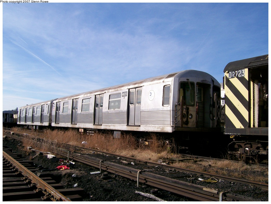 (222k, 1044x788)<br><b>Country:</b> United States<br><b>City:</b> New York<br><b>System:</b> New York City Transit<br><b>Location:</b> 207th Street Yard<br><b>Car:</b> R-42 (St. Louis, 1969-1970)  4625 <br><b>Photo by:</b> Glenn L. Rowe<br><b>Date:</b> 11/28/2007<br><b>Notes:</b> Cars involved in bumper block hit at Chambers Street, 11/6/2007.<br><b>Viewed (this week/total):</b> 2 / 1924