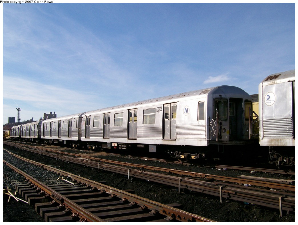 (206k, 1044x788)<br><b>Country:</b> United States<br><b>City:</b> New York<br><b>System:</b> New York City Transit<br><b>Location:</b> 207th Street Yard<br><b>Car:</b> R-42 (St. Louis, 1969-1970)  4786 <br><b>Photo by:</b> Glenn L. Rowe<br><b>Date:</b> 11/28/2007<br><b>Notes:</b> Cars involved in bumper block hit at Chambers Street, 11/6/2007.<br><b>Viewed (this week/total):</b> 1 / 2338
