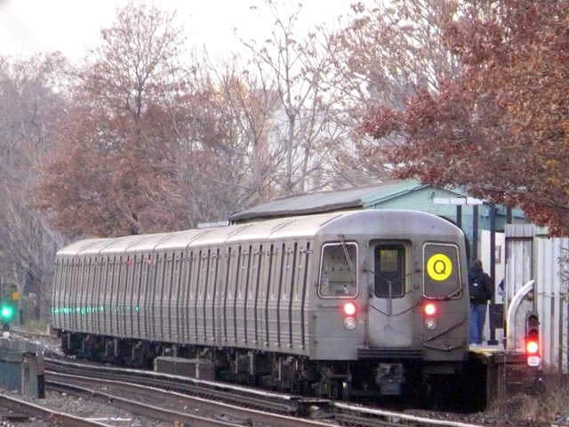 (185k, 640x480)<br><b>Country:</b> United States<br><b>City:</b> New York<br><b>System:</b> New York City Transit<br><b>Line:</b> BMT Brighton Line<br><b>Location:</b> Avenue U <br><b>Route:</b> Q<br><b>Car:</b> R-68/R-68A Series (Number Unknown)  <br><b>Photo by:</b> John Urbanski<br><b>Date:</b> 11/29/2007<br><b>Viewed (this week/total):</b> 4 / 1968