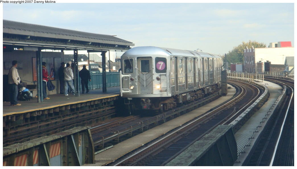 (175k, 1044x596)<br><b>Country:</b> United States<br><b>City:</b> New York<br><b>System:</b> New York City Transit<br><b>Line:</b> IRT Flushing Line<br><b>Location:</b> 111th Street <br><b>Route:</b> 7<br><b>Car:</b> R-62A (Bombardier, 1984-1987)   <br><b>Photo by:</b> Danny Molina<br><b>Date:</b> 11/11/2007<br><b>Viewed (this week/total):</b> 3 / 1689