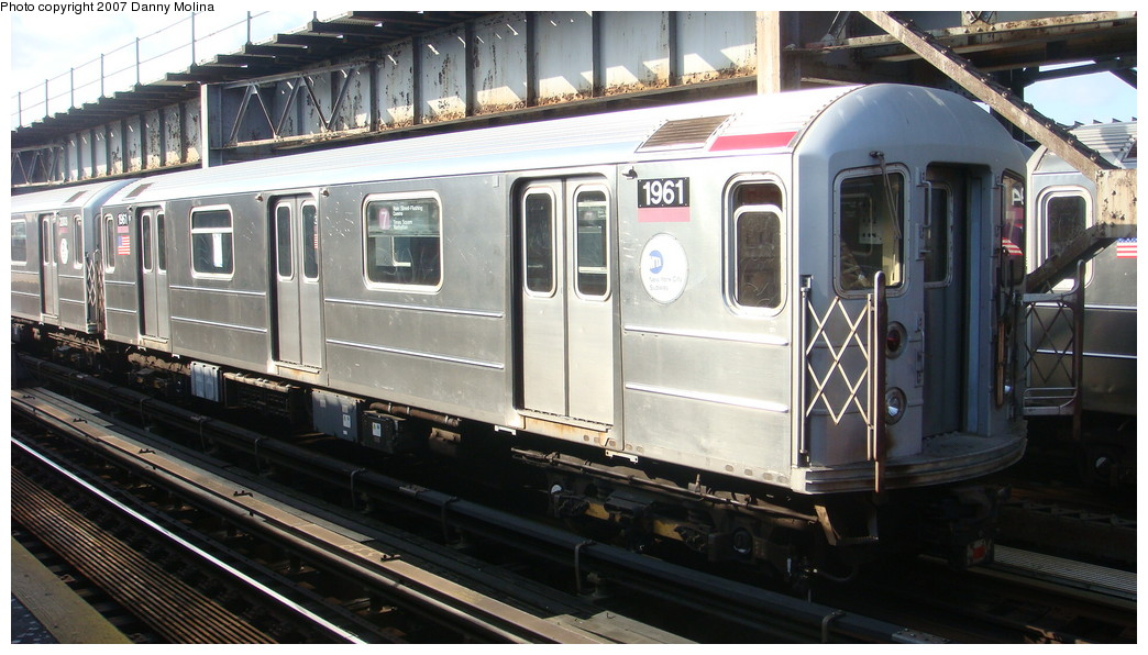 (207k, 1044x596)<br><b>Country:</b> United States<br><b>City:</b> New York<br><b>System:</b> New York City Transit<br><b>Line:</b> IRT Flushing Line<br><b>Location:</b> 111th Street <br><b>Route:</b> 7<br><b>Car:</b> R-62A (Bombardier, 1984-1987)  1961 <br><b>Photo by:</b> Danny Molina<br><b>Date:</b> 11/11/2007<br><b>Viewed (this week/total):</b> 0 / 1538