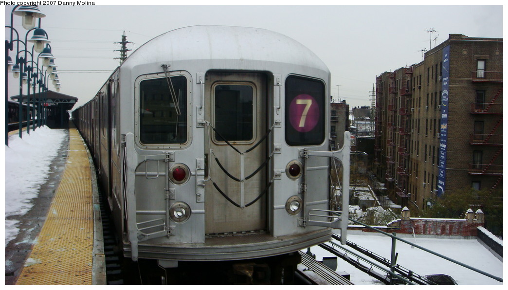(184k, 1044x596)<br><b>Country:</b> United States<br><b>City:</b> New York<br><b>System:</b> New York City Transit<br><b>Line:</b> IRT Flushing Line<br><b>Location:</b> 61st Street/Woodside <br><b>Route:</b> 7<br><b>Car:</b> R-62A (Bombardier, 1984-1987)   <br><b>Photo by:</b> Danny Molina<br><b>Date:</b> 12/3/2007<br><b>Viewed (this week/total):</b> 5 / 1047
