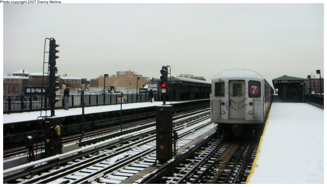 (150k, 1044x596)<br><b>Country:</b> United States<br><b>City:</b> New York<br><b>System:</b> New York City Transit<br><b>Line:</b> IRT Flushing Line<br><b>Location:</b> 69th Street/Fisk Avenue <br><b>Route:</b> 7<br><b>Car:</b> R-62A (Bombardier, 1984-1987)   <br><b>Photo by:</b> Danny Molina<br><b>Date:</b> 12/3/2007<br><b>Viewed (this week/total):</b> 0 / 973