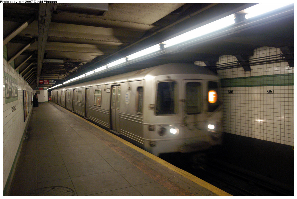 (244k, 1044x701)<br><b>Country:</b> United States<br><b>City:</b> New York<br><b>System:</b> New York City Transit<br><b>Line:</b> IND 6th Avenue Line<br><b>Location:</b> 23rd Street <br><b>Route:</b> F<br><b>Car:</b> R-46 (Pullman-Standard, 1974-75) 6206 <br><b>Photo by:</b> David Pirmann<br><b>Date:</b> 12/9/2007<br><b>Viewed (this week/total):</b> 1 / 1462