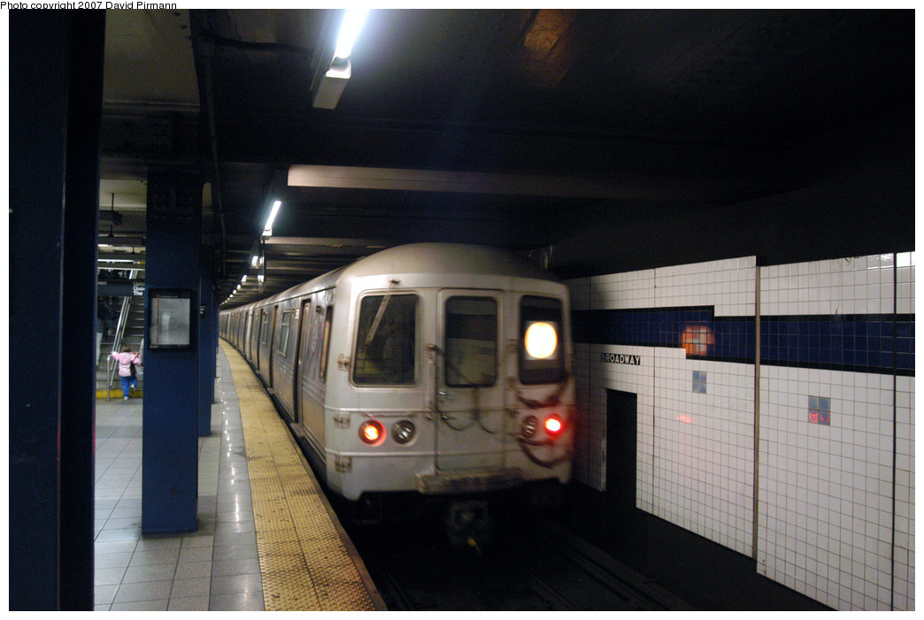 (231k, 1044x701)<br><b>Country:</b> United States<br><b>City:</b> New York<br><b>System:</b> New York City Transit<br><b>Line:</b> IND 6th Avenue Line<br><b>Location:</b> Broadway/Lafayette <br><b>Route:</b> F<br><b>Car:</b> R-46 (Pullman-Standard, 1974-75) 6206 <br><b>Photo by:</b> David Pirmann<br><b>Date:</b> 12/9/2007<br><b>Viewed (this week/total):</b> 2 / 1935