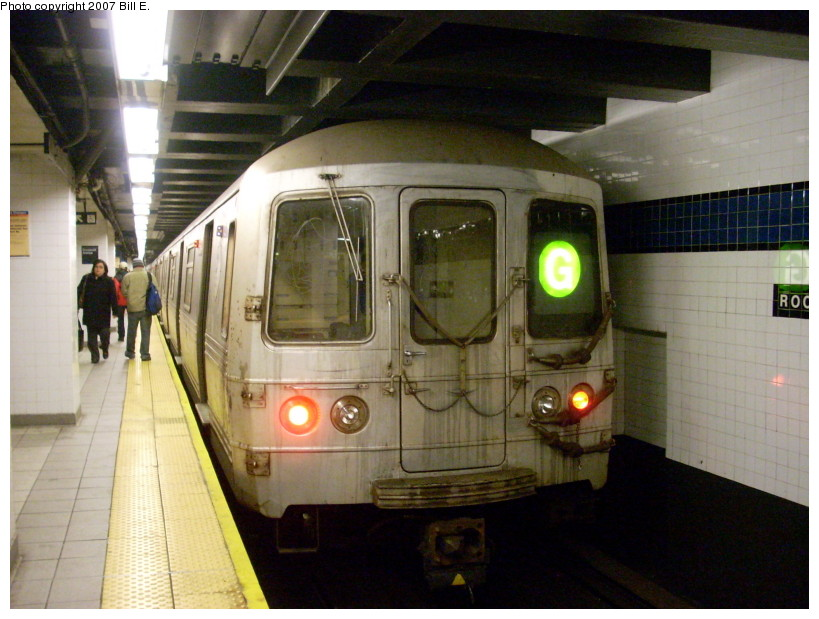 (167k, 819x619)<br><b>Country:</b> United States<br><b>City:</b> New York<br><b>System:</b> New York City Transit<br><b>Line:</b> IND Queens Boulevard Line<br><b>Location:</b> Roosevelt Avenue <br><b>Route:</b> G<br><b>Car:</b> R-46 (Pullman-Standard, 1974-75)  <br><b>Photo by:</b> Bill E.<br><b>Date:</b> 12/9/2007<br><b>Viewed (this week/total):</b> 3 / 1513