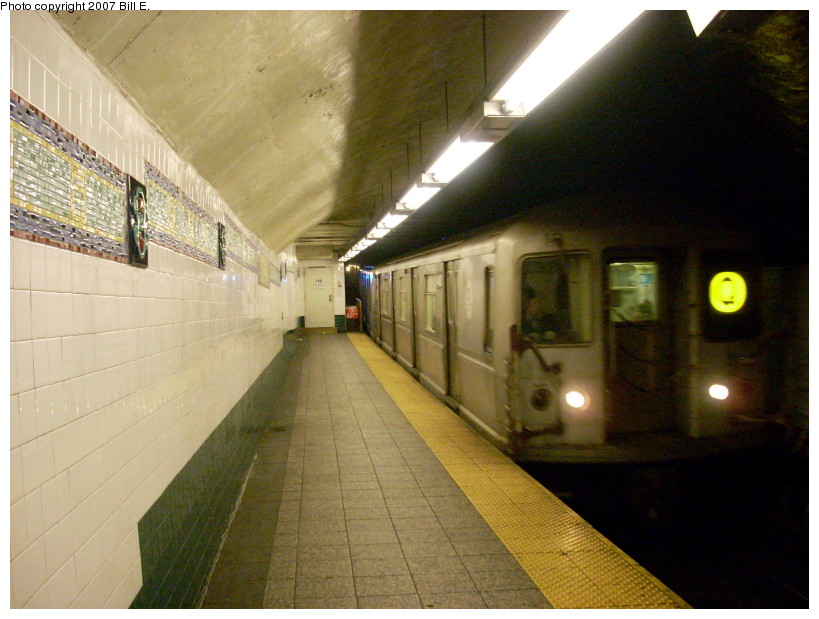 (162k, 819x619)<br><b>Country:</b> United States<br><b>City:</b> New York<br><b>System:</b> New York City Transit<br><b>Line:</b> BMT Broadway Line<br><b>Location:</b> Canal Street Bridge Line <br><b>Route:</b> Q<br><b>Car:</b> R-40M (St. Louis, 1969)   <br><b>Photo by:</b> Bill E.<br><b>Date:</b> 12/9/2007<br><b>Viewed (this week/total):</b> 6 / 2681