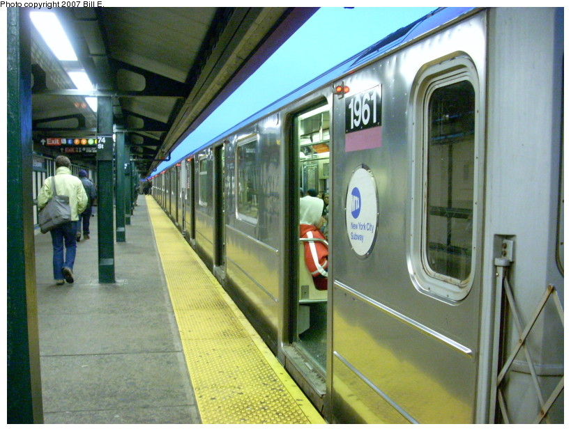 (187k, 819x619)<br><b>Country:</b> United States<br><b>City:</b> New York<br><b>System:</b> New York City Transit<br><b>Line:</b> IRT Flushing Line<br><b>Location:</b> 74th Street/Broadway <br><b>Route:</b> 7<br><b>Car:</b> R-62A (Bombardier, 1984-1987)  1961 <br><b>Photo by:</b> Bill E.<br><b>Date:</b> 12/9/2007<br><b>Viewed (this week/total):</b> 2 / 1152