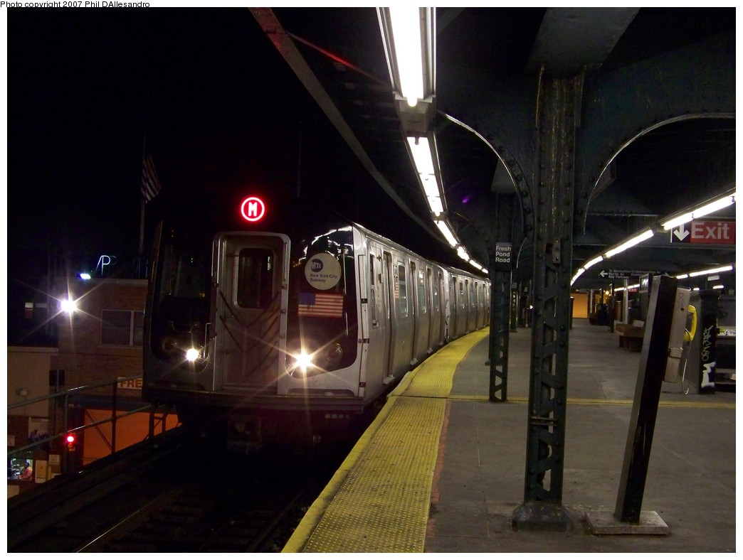(175k, 1044x788)<br><b>Country:</b> United States<br><b>City:</b> New York<br><b>System:</b> New York City Transit<br><b>Line:</b> BMT Myrtle Avenue Line<br><b>Location:</b> Fresh Pond Road <br><b>Route:</b> M<br><b>Car:</b> R-143 (Kawasaki, 2001-2002) 8289 <br><b>Photo by:</b> Philip D'Allesandro<br><b>Date:</b> 12/8/2007<br><b>Viewed (this week/total):</b> 0 / 1656