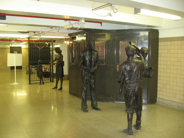 (107k, 640x480)<br><b>Country:</b> United States<br><b>City:</b> Newark, NJ<br><b>System:</b> Newark City Subway<br><b>Location:</b> Penn Station <br><b>Photo by:</b> Eli Dardis<br><b>Date:</b> 12/2/2007<br><b>Viewed (this week/total):</b> 0 / 1007
