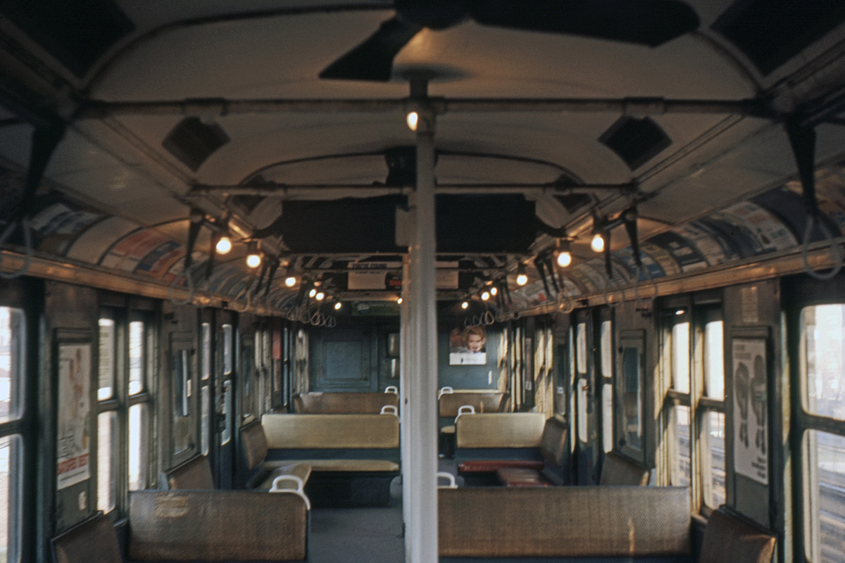 (381k, 1044x711)<br><b>Country:</b> United States<br><b>City:</b> New York<br><b>System:</b> New York City Transit<br><b>Car:</b> BMT A/B-Type Standard Interior <br><b>Photo by:</b> Ed Davis, Sr.<br><b>Collection of:</b> David Pirmann<br><b>Date:</b> 12/1964<br><b>Viewed (this week/total):</b> 1 / 1594