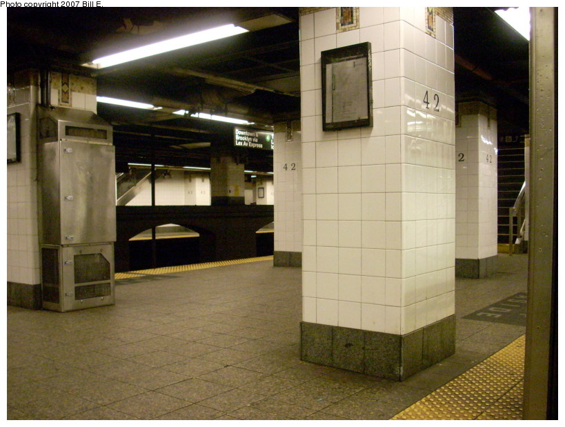 (170k, 819x619)<br><b>Country:</b> United States<br><b>City:</b> New York<br><b>System:</b> New York City Transit<br><b>Line:</b> IRT East Side Line<br><b>Location:</b> Grand Central <br><b>Photo by:</b> Bill E.<br><b>Date:</b> 12/16/2007<br><b>Viewed (this week/total):</b> 3 / 823