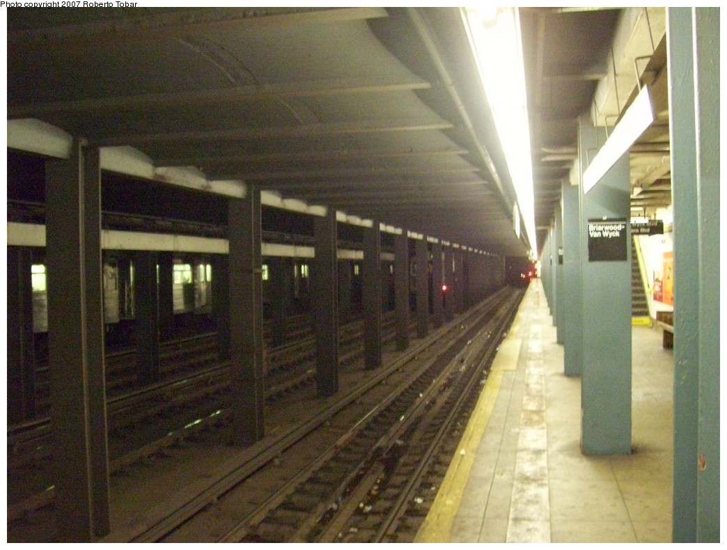 (199k, 1044x790)<br><b>Country:</b> United States<br><b>City:</b> New York<br><b>System:</b> New York City Transit<br><b>Line:</b> IND Queens Boulevard Line<br><b>Location:</b> Briarwood/Van Wyck Boulevard <br><b>Photo by:</b> Roberto C. Tobar<br><b>Date:</b> 12/14/2007<br><b>Viewed (this week/total):</b> 0 / 2486