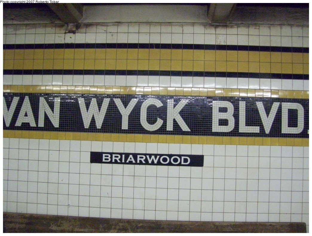(213k, 1044x790)<br><b>Country:</b> United States<br><b>City:</b> New York<br><b>System:</b> New York City Transit<br><b>Line:</b> IND Queens Boulevard Line<br><b>Location:</b> Briarwood/Van Wyck Boulevard <br><b>Photo by:</b> Roberto C. Tobar<br><b>Date:</b> 12/14/2007<br><b>Viewed (this week/total):</b> 0 / 830