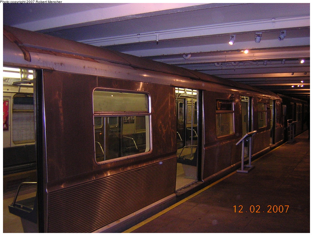 (282k, 1044x788)<br><b>Country:</b> United States<br><b>City:</b> New York<br><b>System:</b> New York City Transit<br><b>Location:</b> New York Transit Museum<br><b>Car:</b> R-40 (St. Louis, 1968)  4193 <br><b>Photo by:</b> Robert Mencher<br><b>Date:</b> 12/2/2007<br><b>Viewed (this week/total):</b> 4 / 2468