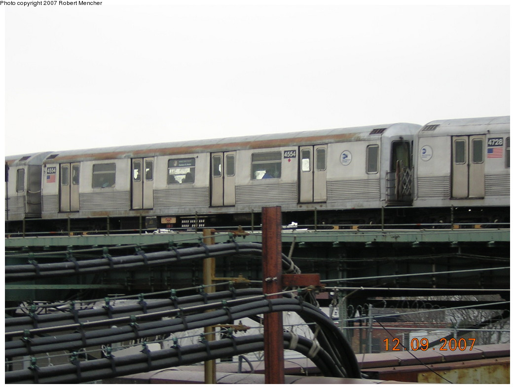 (186k, 1044x788)<br><b>Country:</b> United States<br><b>City:</b> New York<br><b>System:</b> New York City Transit<br><b>Line:</b> BMT Nassau Street/Jamaica Line<br><b>Location:</b> Broadway/East New York (Broadway Junction) <br><b>Route:</b> J<br><b>Car:</b> R-42 (St. Louis, 1969-1970)  4554 <br><b>Photo by:</b> Robert Mencher<br><b>Date:</b> 12/9/2007<br><b>Viewed (this week/total):</b> 0 / 1365
