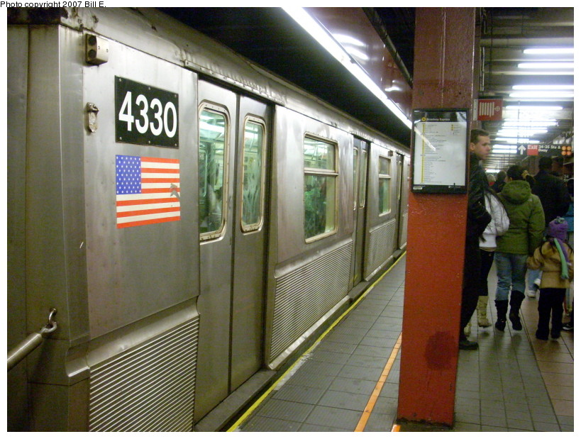 (192k, 819x619)<br><b>Country:</b> United States<br><b>City:</b> New York<br><b>System:</b> New York City Transit<br><b>Line:</b> BMT Broadway Line<br><b>Location:</b> 34th Street/Herald Square <br><b>Route:</b> Q<br><b>Car:</b> R-40 (St. Louis, 1968)  4330 <br><b>Photo by:</b> Bill E.<br><b>Date:</b> 12/22/2007<br><b>Viewed (this week/total):</b> 0 / 2084