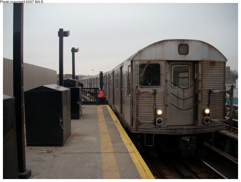 (132k, 819x619)<br><b>Country:</b> United States<br><b>City:</b> New York<br><b>System:</b> New York City Transit<br><b>Line:</b> BMT Culver Line<br><b>Location:</b> Ditmas Avenue <br><b>Route:</b> F<br><b>Car:</b> R-32 (Budd, 1964)  3503 <br><b>Photo by:</b> Bill E.<br><b>Date:</b> 12/22/2007<br><b>Viewed (this week/total):</b> 0 / 1676